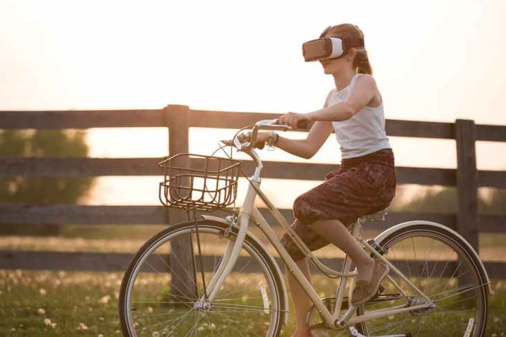 girl virtual bike